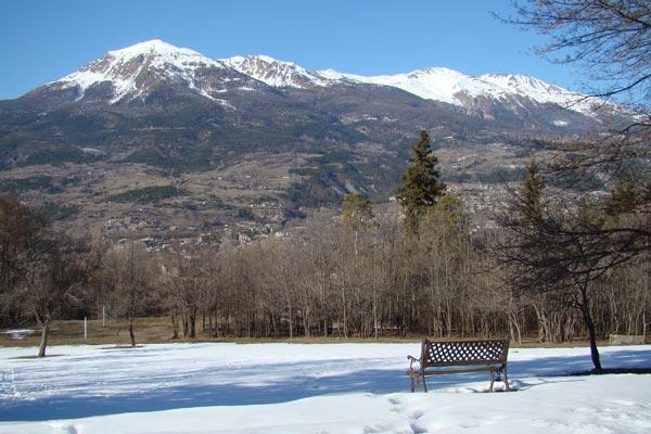 classe découverte audiovisuelle dans les Hautes Alpes - le pré enneigé